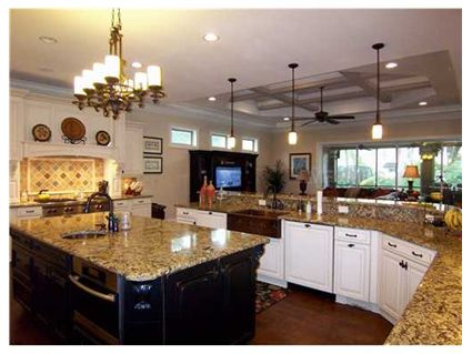 Illuminate The Kitchen Today S Kitchen Looks Amazing With Oversized Light Fixtures Lamps And The Portions Are Generous And Accent Lighting Statement